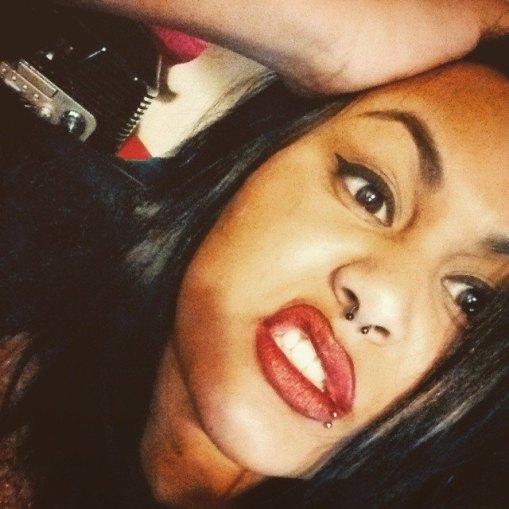 logane-francoise-mua-make-up-artist-réunion-974-réunionnaise-red-lips-piercing-rock-facebook