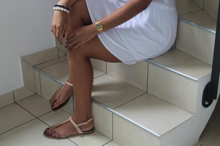 lookbook-blog-girl-fille-robe-blanc-île-réunion-974-sandales-nude-aldo-casio-montre-bracelet-gold-or